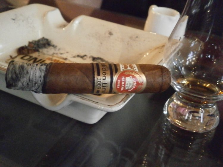 H. Upmann Magnum 48 Edición Limitada 2009 two thirds left