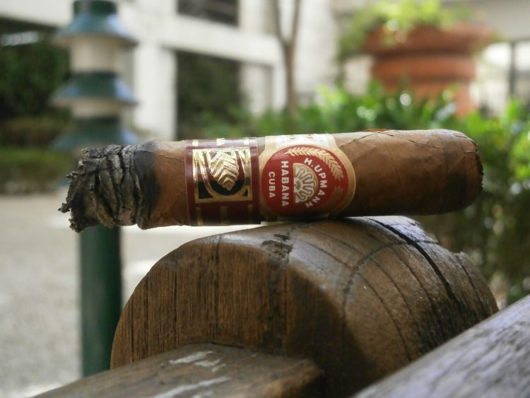 H. Upmann Noellas La Casa del Habano Exclusivo 2009 final third