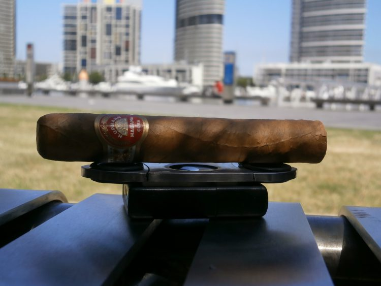 H. Upmann Travel Humidor Robusto Duty Free Exclusivo 2007 unlit