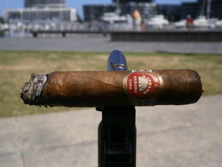 H. Upmann Travel Humidor Robusto Duty Free Exclusivo 2007 an inch smoked