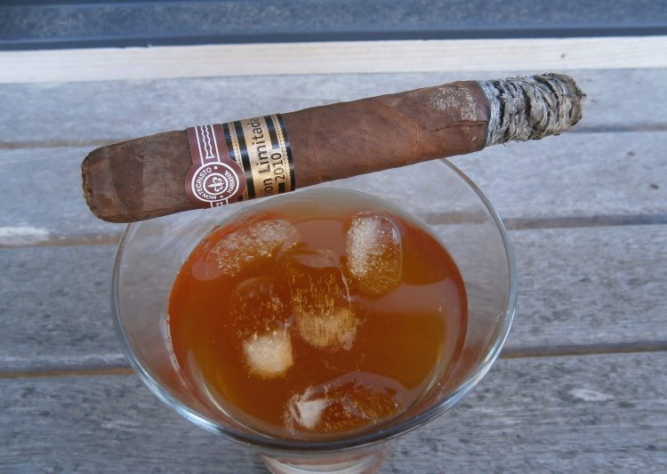 Montecristo Grand Edmundo Edición Limitada 2010 on a glass of rum and ginger