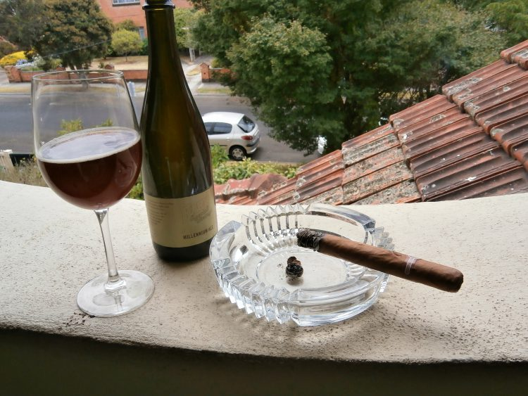 Montecristo Maravillas No.1 Colección Habanos 2005 a quarter smoked and with a Hahn Millenium Ale