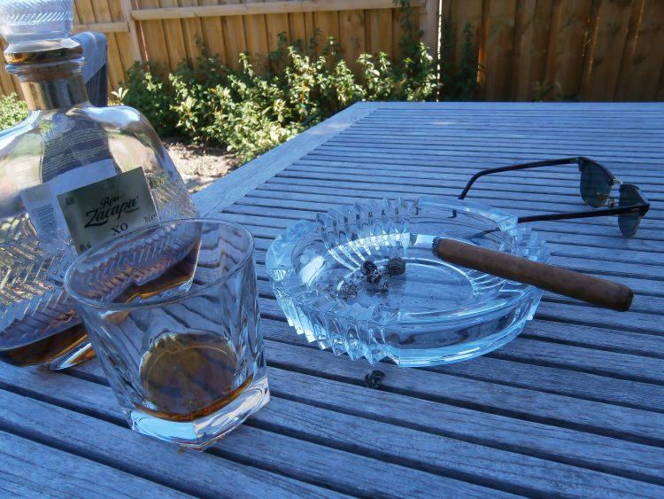 Montecristo Dunhill Selección No.1 partially burnt, with a Ron Zacapa XO bottle