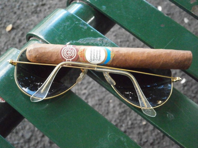 Montecristo B Compay Centennial Humidor unlit, with Ray-Ban Aviators