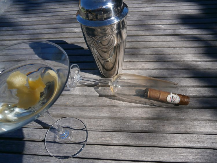 Montecristo Robusto Reserva del Milenio partially burnt in a champagne glass