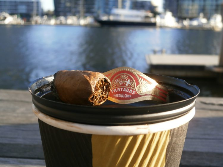 Partagás Sobresalientes Réplica de Humidor Antiguo nub, on a coffee cup