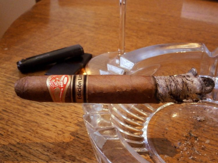 Partagás Piramides Edición Limitada 2000, one third smoked