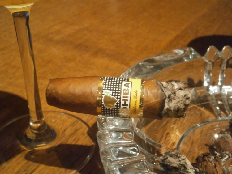 Cohiba Piramides Extra final third