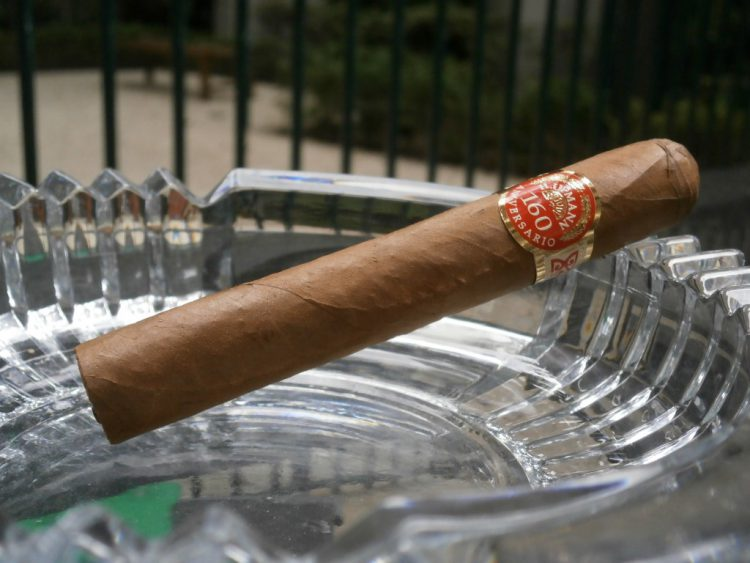 H Upmann Connoisseur No. 1 160th Aniversario Humidor unlit