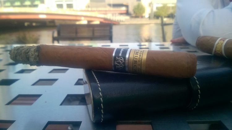 Romeo y Julieta Churchill Reserva Cosecha 2008, an inch is smoke