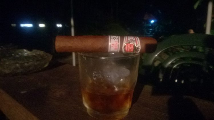 Hoyo de Monterrey Epicure No. 2 unlit, on a glass of Bundy Black.