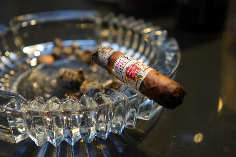 Hoyo de Monterrey Double Epicure smoked just above the band.