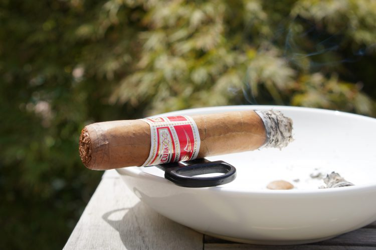 Hoyo de Monterrey Le Hoyo de San Juan somewhat burnt