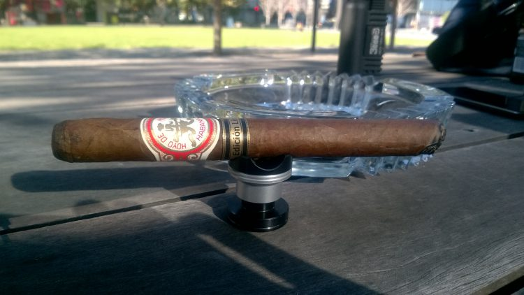 Hoyo de Monterrey Particulares Edición Limitada 2000, somewhat burnt